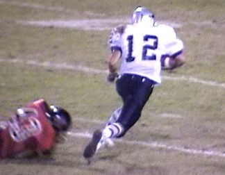 Patrick Griffin gains another 10 yards after receiving the pass from Daniel Minor (1of3)