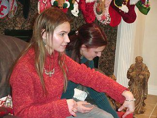 Nicole shows off her new bracelet